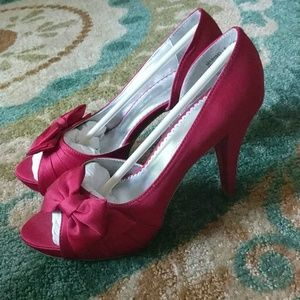 Maribelle Red peep toe platform pin-up pumps
